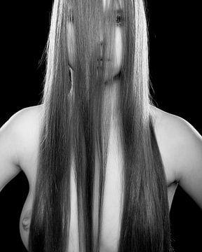 Nahaufnahme einer schönen Frau oben ohne. Foto in Schwarz-Weiß #8650 von william langeveld