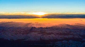 Hoch über den Alpen von Denis Feiner