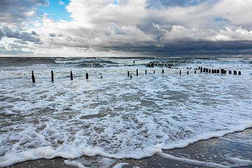 Die Ostseeküste an einem stürmischen Tag. von Rico Ködder