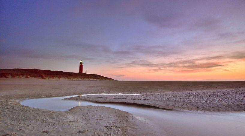 Texel vuurtoren bij zonsondergang van John Leeninga