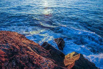 Rotsen in de zee van Rob Bleijenberg