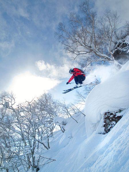 Ski sprong Niseko, Hokkaido, Japan van Menno Boermans