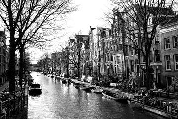 Amsterdamer Grachten schwarz-weiß von Bianca ter Riet