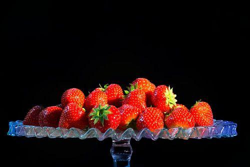 Aardbeien op glazen schaal