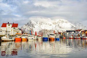 Fischerboote im Hafen von Henningsvaer, Lofoten