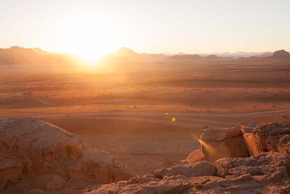 Wadi Rum Sunset - part 2 van Laura Vink