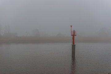 Mist over de rivier de IJssel van