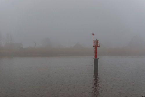 Mist over de rivier de IJssel sur