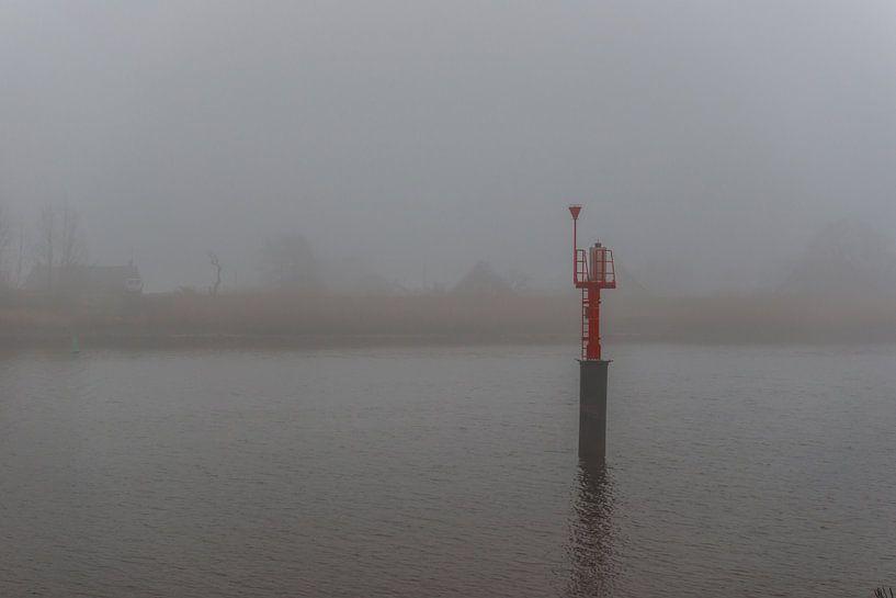 Mist over de rivier de IJssel van Brian Morgan