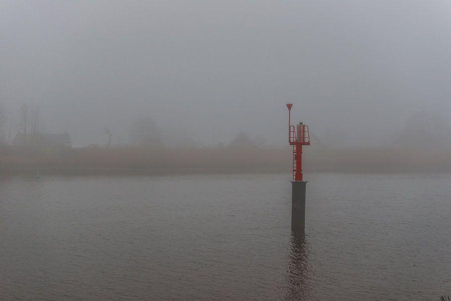 Mist over de rivier de IJssel sur Brian Morgan