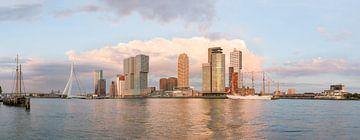 Panorama Kop van Zuid avec B.A.P. Unión au coucher du soleil sur Prachtig Rotterdam