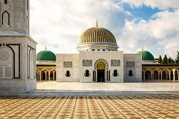 Mausoleum Habib Bourgouiba in Monastir Tunesië van Dieter Walther