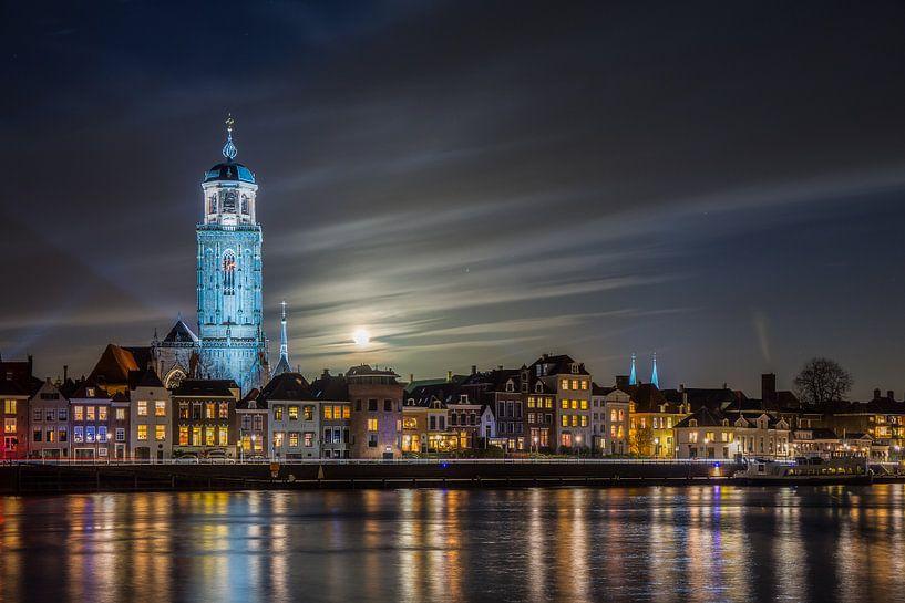 Volle maan boven Deventer van Edwin Mooijaart