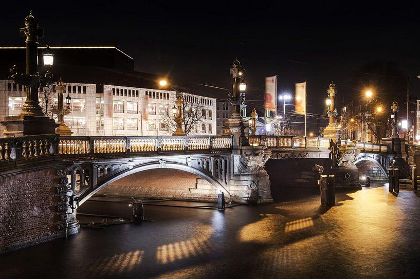 Amsterdam city at night van Fotografie Arthur van Leeuwen