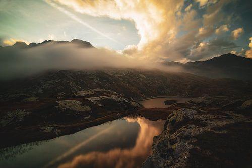 Wolkenlandschap Bernardinopas - Graubünden - Zwitserland van Felina Photography