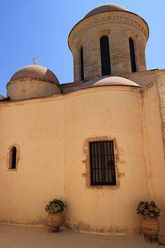 Altgriechische Kirche mit blauem Himmel von Bobsphotography