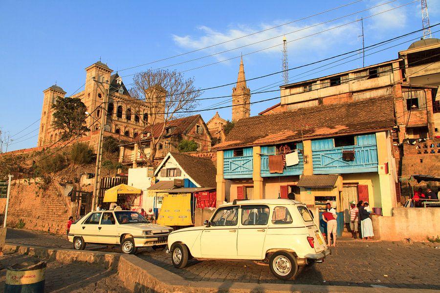 Madagaskar streetlife van Dennis van de Water