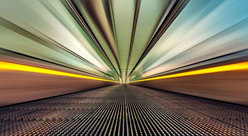 Full speed @ escalator station Liège-Guillemins  van Martijn van Dellen