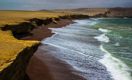 Der rote Strand, Playa rojo, Peru von Rietje Bulthuis