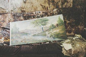 Schilderij op oude bank van