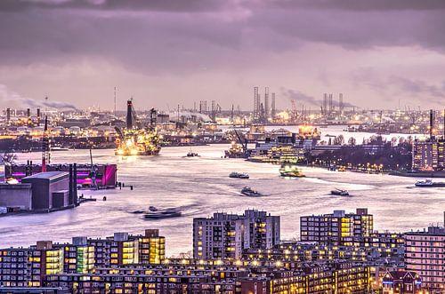 Rotterdam, de stad, de Maas en de haven van