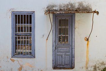 Oude deur op Samos Griekenland van Elly Damen