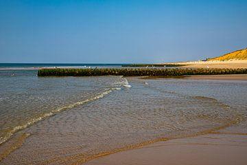 Golfbreker op het strand van Kampen van Alexander Wolff