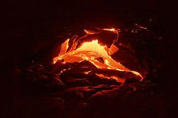 Gloeiende lava op Hawaï