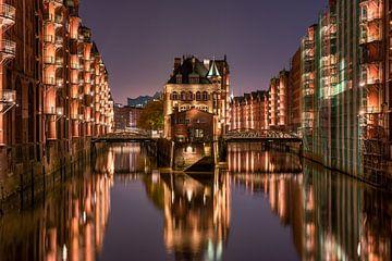 Wasserburg in der Speicherstadt, Hamburg von Jenco van Zalk