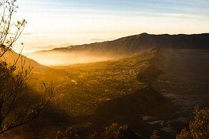 Zonsopkomst Bromo Tenger Vulkaan Indonesië van Jeroen Cox