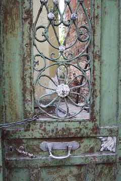 Roestige, Griekse deur van metaal