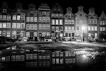 Nachtfotografie van herenhuizen in de stad Gdansk, Polen van Ellis Peeters