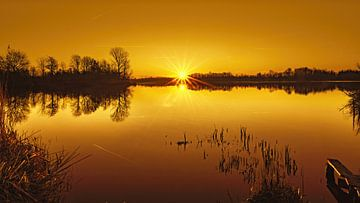 Lever de soleil Zen sentiment lac couleur d'ambre sur Marcel Kieffer