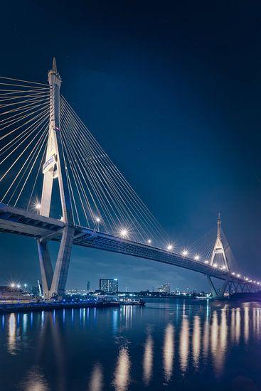 De Bhumibol brug in Bangkok II