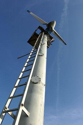 Windmolen en blauwe lucht