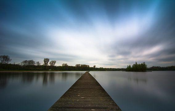 Uitzicht van een brug/steiger over een plas van PhotoStudio RT