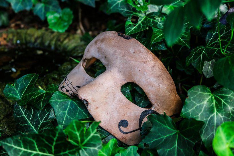 Masker met muzieknoten van Iris van der Veen