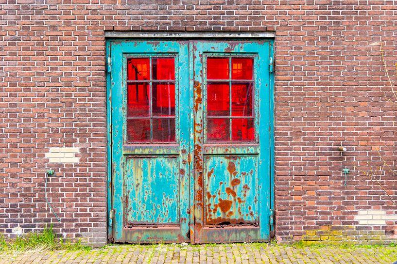 Urbex - Verroeste dubbele deur van Photo Henk van Dijk