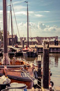 Een fragment van de haven van het oude vissersdorp Urk. van Henk Van Nunen
