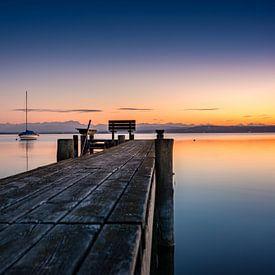 Der Steg zum Sonnenuntergang van Hannes Cmarits