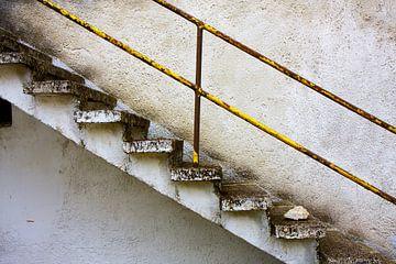 Betonnen trap grunge muur van Jan Brons