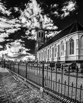 Kerkje van Dronrijp in Friesland in zwart-wit van Harrie Muis
