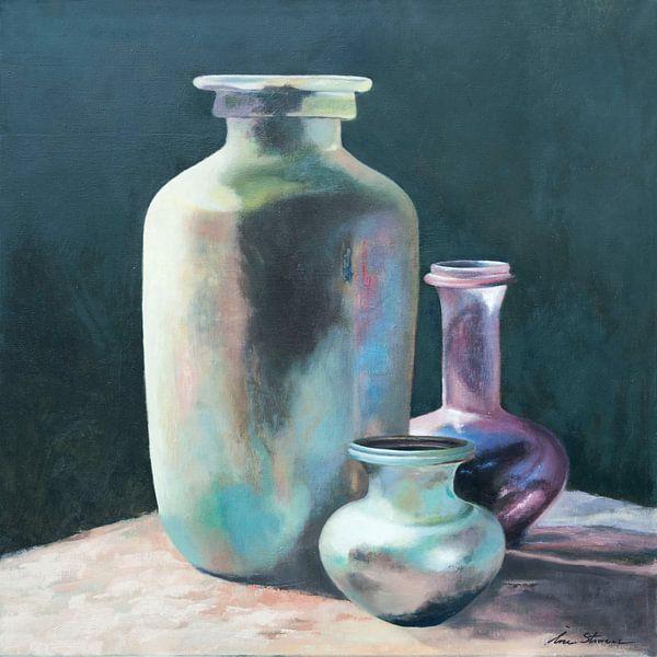 Stilleven van antieke flessen in geïriseerde kleuren van Ine Straver