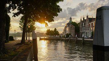 Dordrecht aan de Oude Maas van Dirk van Egmond