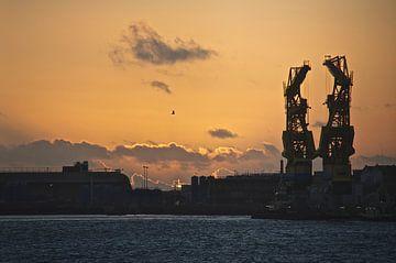 IJmuiden bij zonsondergang van Willem Holle WHOriginal Fotografie