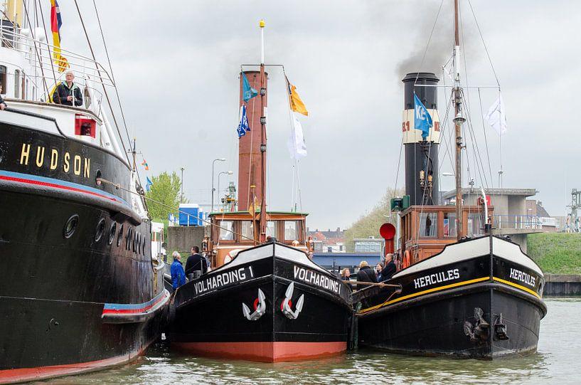 Sleepboten Hudson, Volharding en Hercules in haven Maassluis van Maurice Verschuur