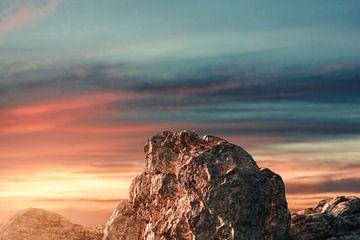 Zonsondergang werpt dramatisch licht op bergtop van Besa Art