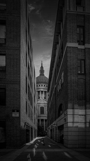 Zwart-Wit: Steeg naar St. Paul's Kathedraal