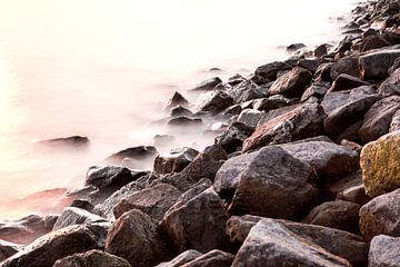 Rotsen langs de rivier van Martin Hulsman