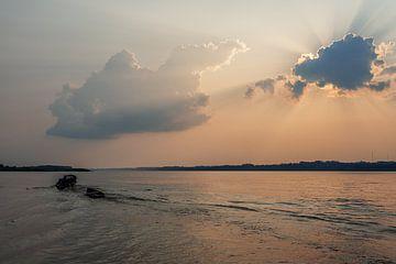 Amazon river - Iquitos van Luc Buthker
